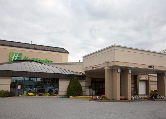 Holiday Inn Burlington: The Hotel