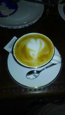 A-hotel Workers Stadium Beijing: 朝食のコーヒーは注文してから淹れてくれるラテアート