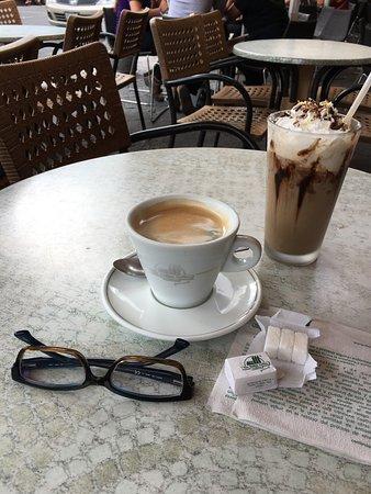 Tehuacan, Mexico: Excelente café americano y lo más simpático..... los terrones de azúcar. Los encuentras por todo
