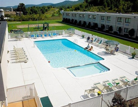 Holiday Inn Oneonta: Pool