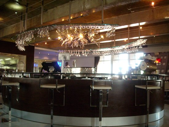 The Reef Hotel: Bar near dining area Reef Hotel