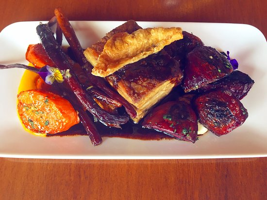 Singleton, Австралия: Slow roast pork shoulder with Heirloom carrots and beets