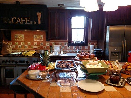 Island Guest House Bed and Breakfast Inn: Breakfast