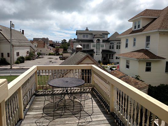Island Guest House Bed and Breakfast Inn : Private deck adjoined to the Balcony Room