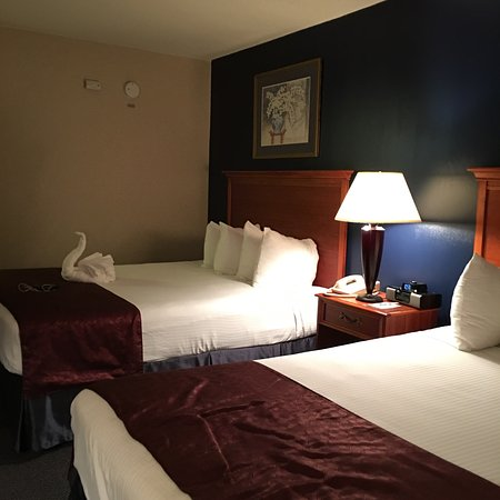 Best Western Potomac Mills: Comfortable Double Queen room. Good Location. Keurig Good breakfast.