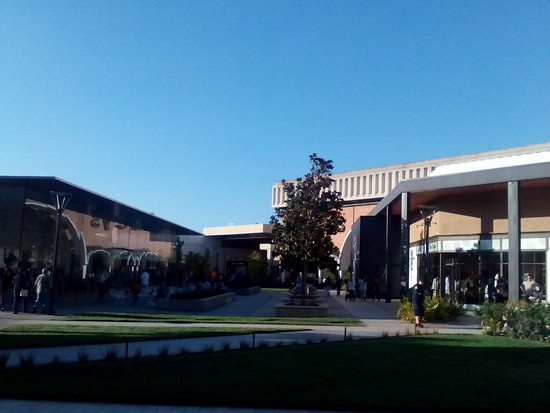 The Stanford Shopping Center: walking in