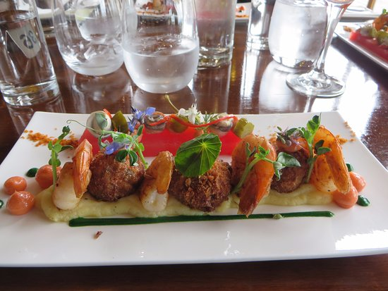 Cambridge, Australien: Prawns and thai fish cakes with watermelon