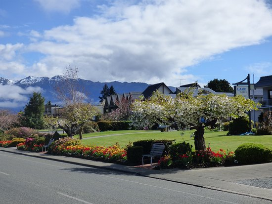 Lakeside Motel & Apartments : Tourist-attracting garden