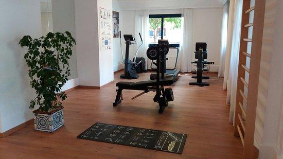 Hotel Caesar Palace: La palestra ~ the Gym attrezzata Technogym è a disposizione della clientela gratuitamente