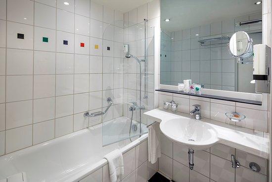 Metropol Hotel Basel: Bathroom