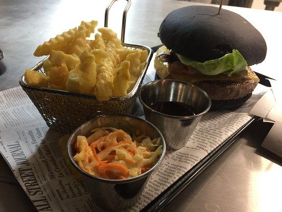 Saint-Quentin-en-Yvelines, France: Black Burger - UP TO YOU