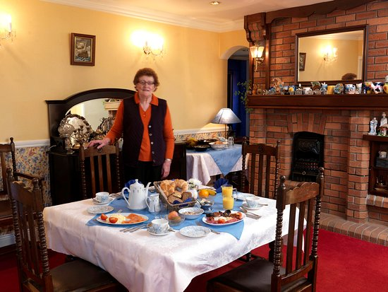 Murphy's Farmhouse: dining room