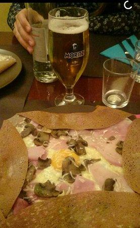 Crepería bretona Le p'ty mon: Gallete completa plus: jamón, queso, champiñones y huevo