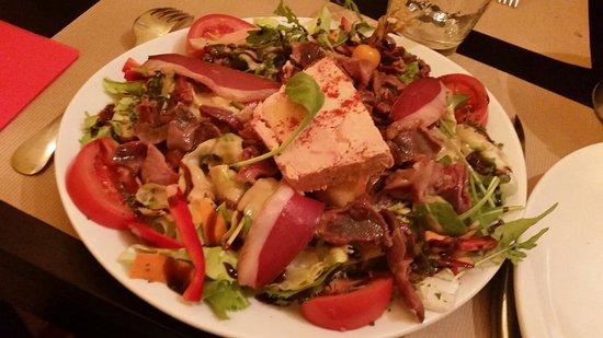Fanjeaux, France: De très belles assiettes gourmandes et un cassoulet excellent.Une très belle carte avec de bons