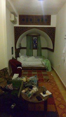 Hotel Riad Casa Hassan Restaurante: 室内。入ったときはもちろん綺麗です。
