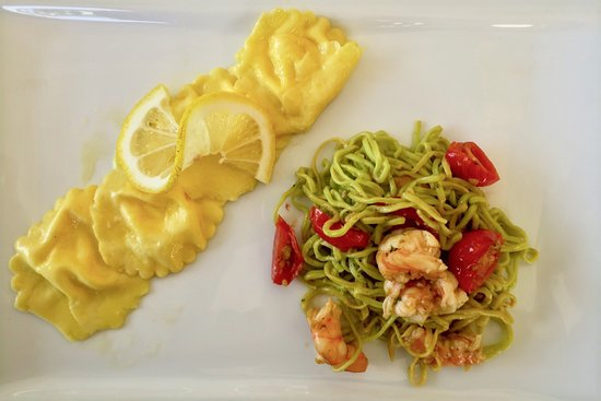 Sala Comacina, Italy: Lemon ravioli and fresh pasta with prawns