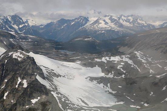 Kleena Kleene, Canadá: Aussicht auf die Gletscher der Pacific Mountains mit Wasserflugzeug