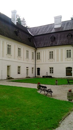 Svaty Anton, Eslovaquia: na nadvori