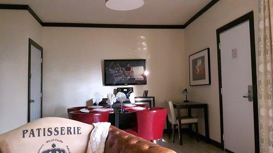 Tradewinds Apartment Hotel: 20160918_003618_large.jpg