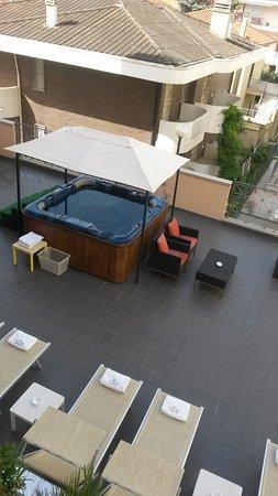 Best Western Hotel Nettunia: Idromassaggio e lettini, aperto fino alle nove di sera.