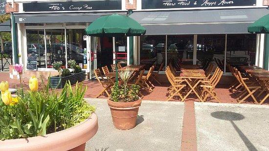 Fab 39 s voisins le bretonneux restaurantanmeldelser for Restaurant avec terrasse ile de france
