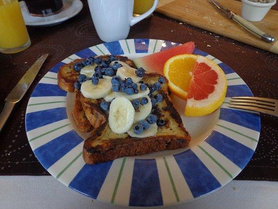 Auberge Le Voyageur: Petit dejeuner local