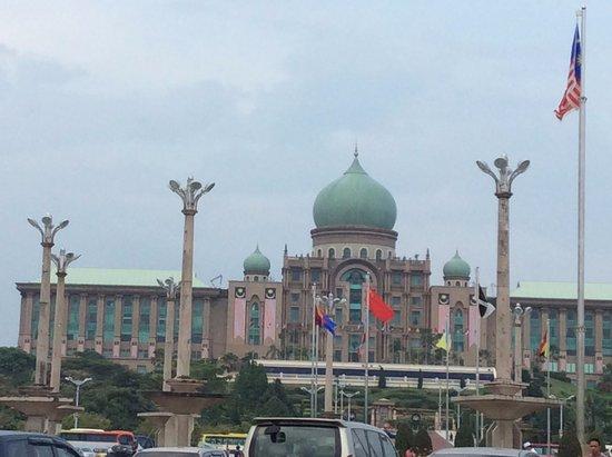 Perdana Putra: 回教特色的建築物