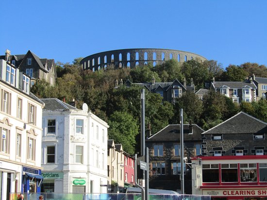 Kings Knoll Hotel: The famous McCaigs tower , Oban's crowning glory