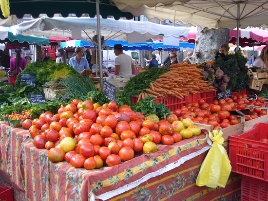 Tastes of Provence - Tours: Fresh vegetables in the market