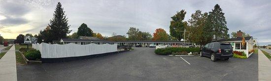 Knotty Pine Motel: photo1.jpg