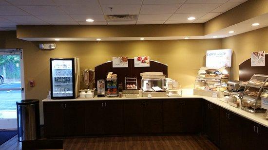 DeFuniak Springs, FL: Breakfast area