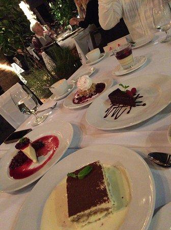 デザート頼みすぎました。。。でも美味しいからよし!