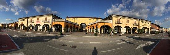 Rodengo Saiano, Italia: Franciacorta Outlet Village