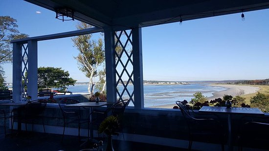 Black Point Inn Resort: View from the outside dining area in the morning.