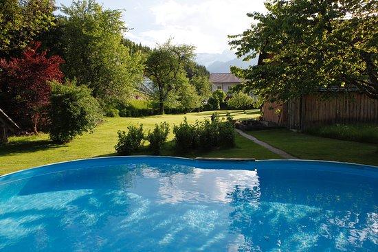 Hinterstoder, ออสเตรีย: Ach ja, das Pool vom Hotel Garni Wallner durften die Kinder mitbenutzen.