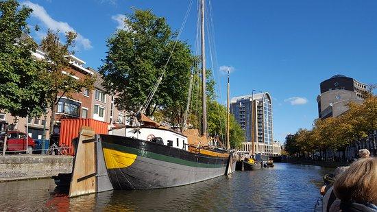 De Ooievaart - Boat Tours: Startpunkt Bierkade