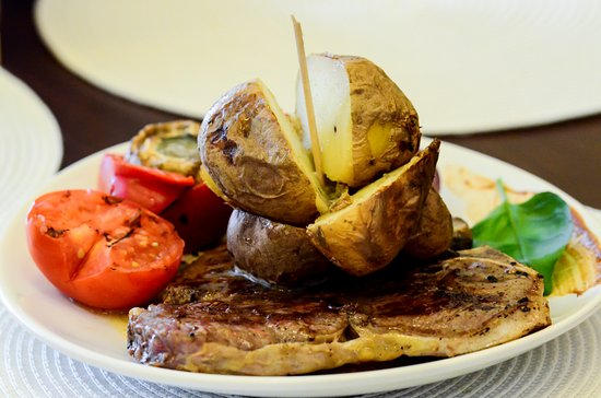 Medias, Rumania: Please enjoy our beef and backed potatoes!
