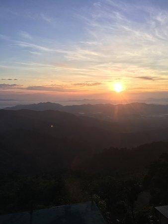 Kyaikto, Burma: The sunrise view from hotel restaurant was good.