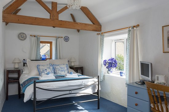 Bonsall, UK: Masson, a double room with views up to Masson Hill