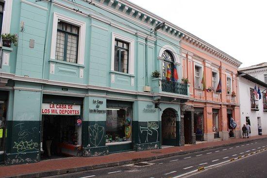 Hostal Puerta Del Sol Quito Compara O De Pre Os E