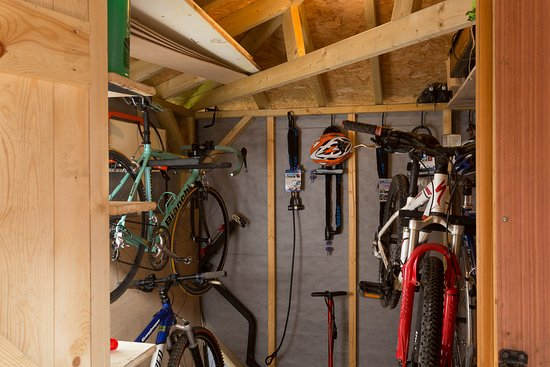 Bonsall, UK: Bike storage facilities