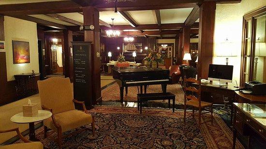 Black Point Inn Resort: Beautiful lobby