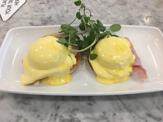 Wyton, UK: Eggs Benedict for brunch