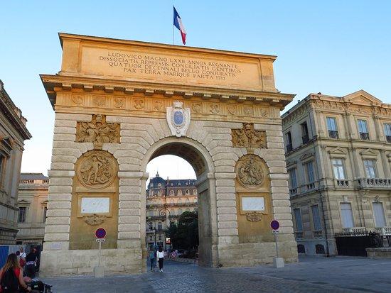 Porte du Peyrou: L'arco di Trionfo, dedicato a re Luigi XIV