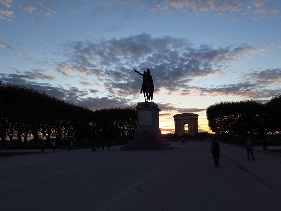 Porte du Peyrou: La Promenade de Peyrou al tramonto