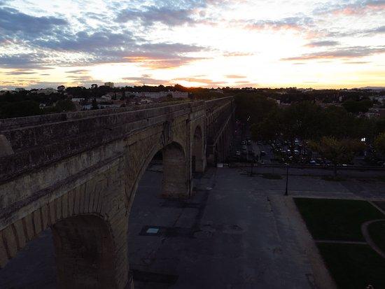 Porte du Peyrou: L'acquedotto St-Clement al tramonto