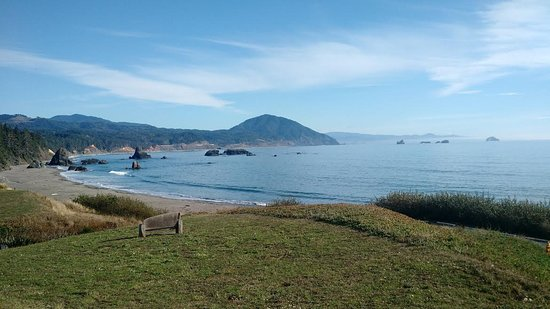Port Orford, Oregón: View from Battle Rock facing south
