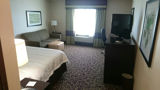Milan, OH: Nice clean room & nice size