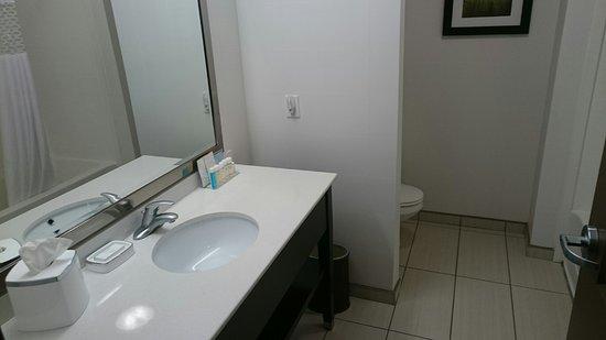 Milan, OH: Big roomy bathrooms