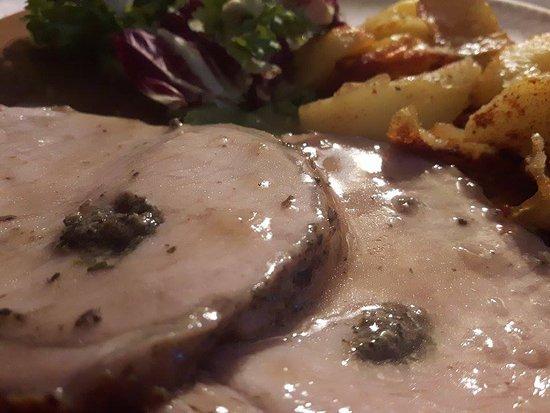 Montecilfone, إيطاليا: arrosto di maiale